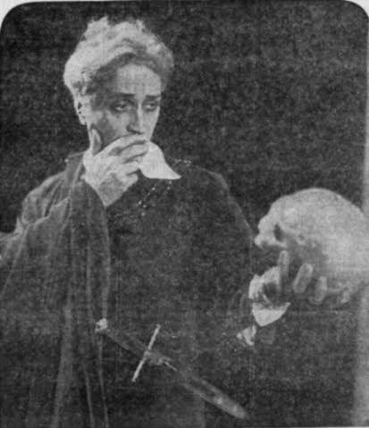 Gösta Ekman as Hamlet in 1934 (Vasateatern, Stockholm).
