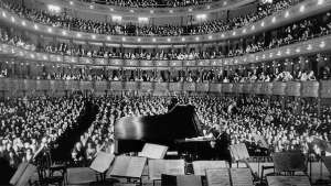 A concert by pianist Josef Hofmann, at the former Metropolitan Opera House, New York, 1937. Source.